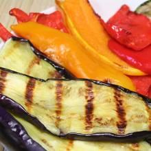 Des poivrons et des aubergines grillées, une texture moulinée pour une sauce ultra fondante.