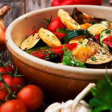 Des légumes fondants lentement revenus apportent fraîcheur et douceur en bouche.