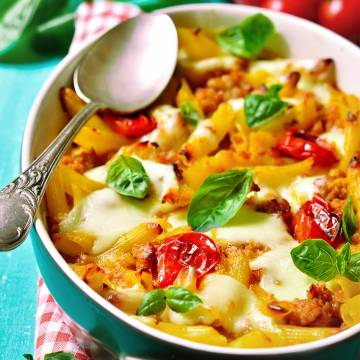 Gratin de macaroni à la bolognaise aux petits légumes